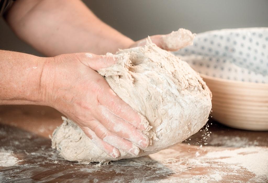 Brotbackteig wird im Retter BioGut verarbeitet
