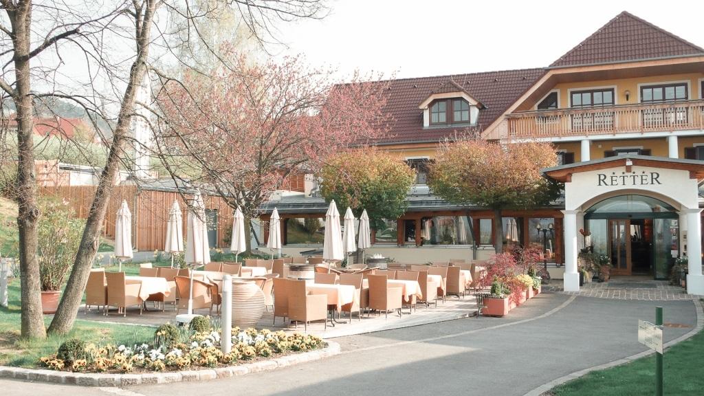 Eingang und Terrasse des Biorestaurants Retter