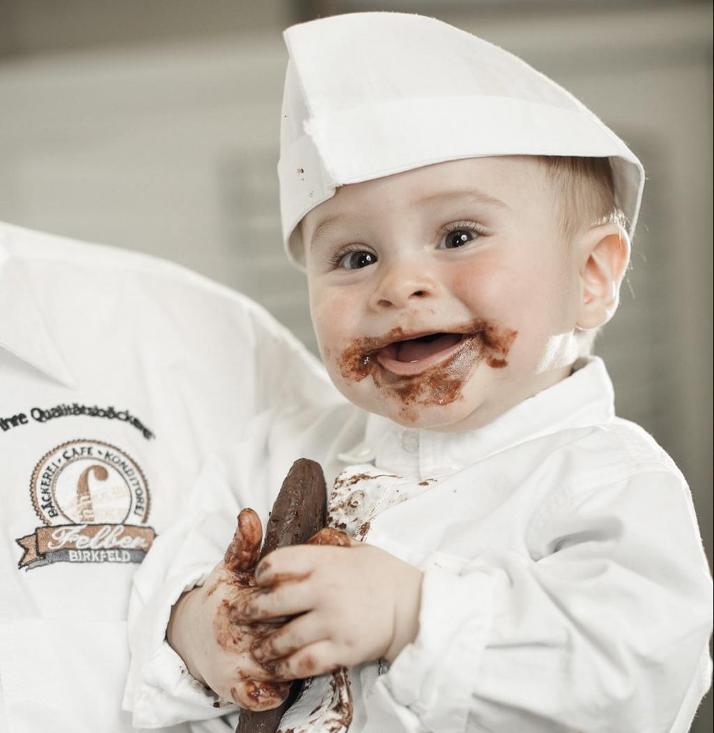 Kind von Felber Schokoladen mit Schokolade Ausflugsziel vom Biohotel Retter