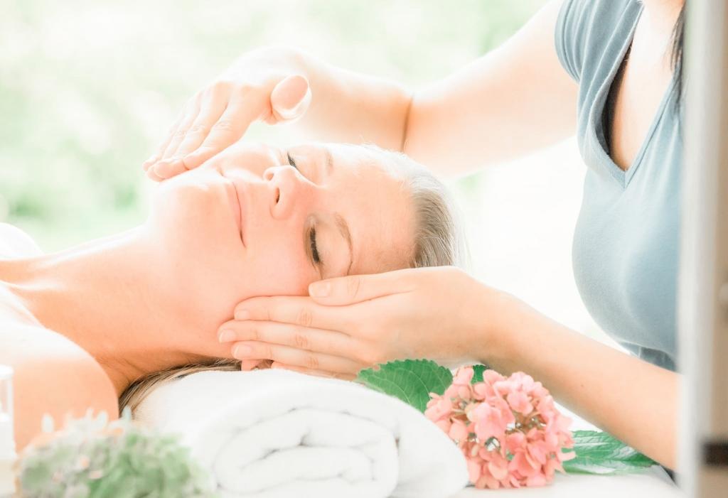 Wohltuende Massagen und Biokosmetik für Frauen im Retter Bio-Natur-Resort