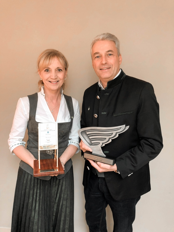 Ulli und Hermann Retter mit dem Goldenen Flipchart und dem ALC Award