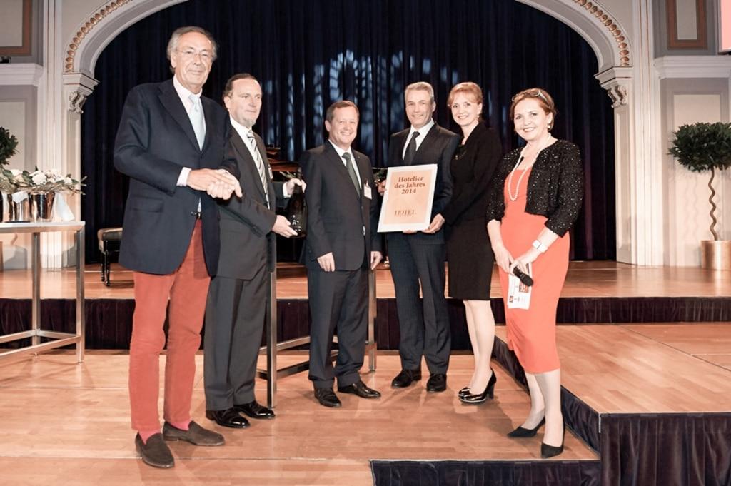 Ulli und Hermann Retter freuen sich über den Award Hotelier des Jahres 2014