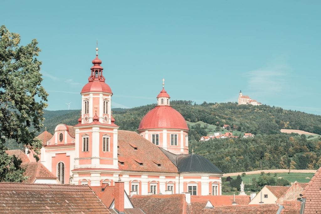 Die Pfarrkirche Pöllau wird auch der Steirische Petersdom genannt.