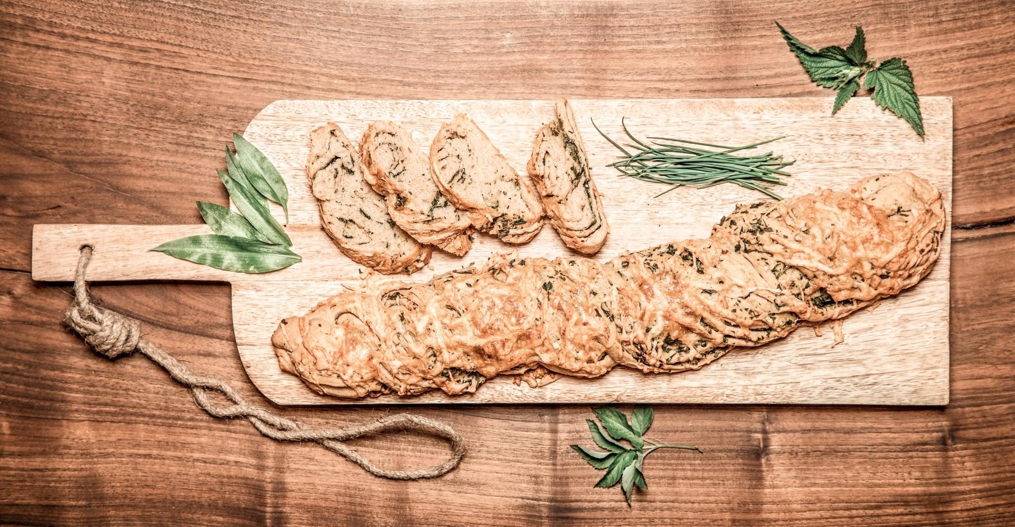 Frisches Kräuterbaguette aus dem Retter BioGut am Pöllauberg in der Steiermark