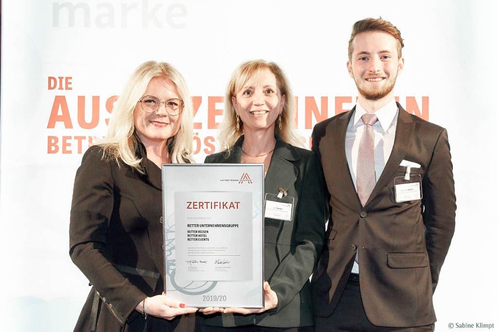 Ulli Retter und Sohn Michael freuen sich über die Auszeichnung Leitbetriebe Austria