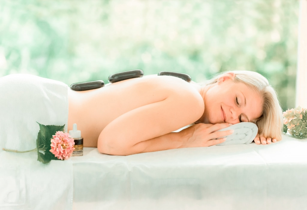 Rückenmassage Hot Stone im Wellnesshotel Retter