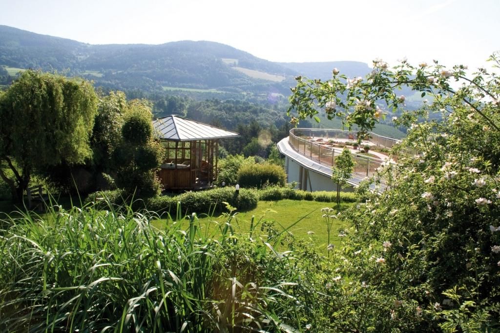 Seminarpavillon im Garten vom Biohotel Retter