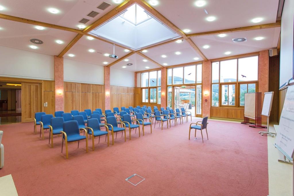 Seminarraum 14 Frischmuth Kinobestuhlung im Seminarhotel Retter