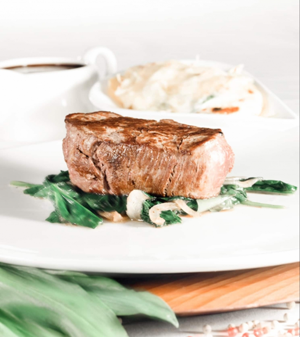 Bio-Rind-Steack mit Bergschnecken im Biorestaurant Retter