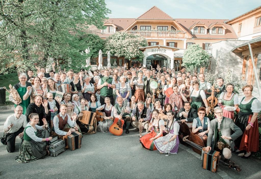 Gruppenfoto steirisch aufRETTERn 2016 im Biohotel Retter