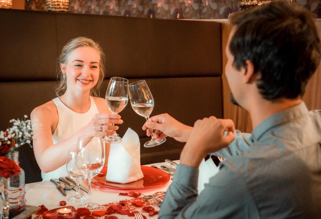 Verliebtes Pärchen beim Gourmetdinner im Biorestaurant Retter