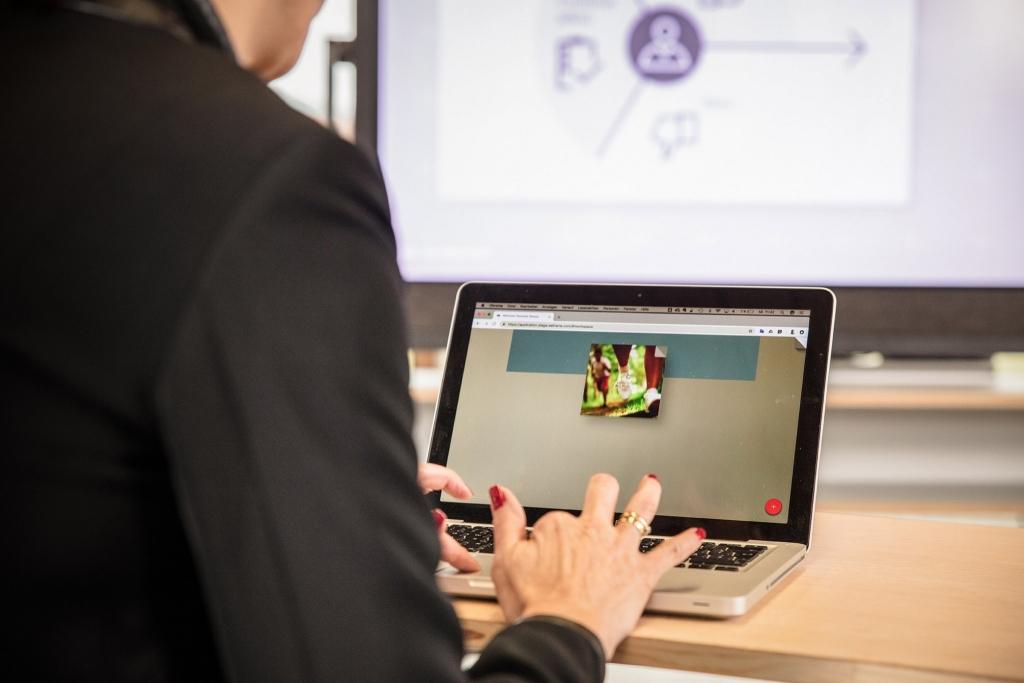 Laptop mit Weframe verbinden im Seminarhotel Retter