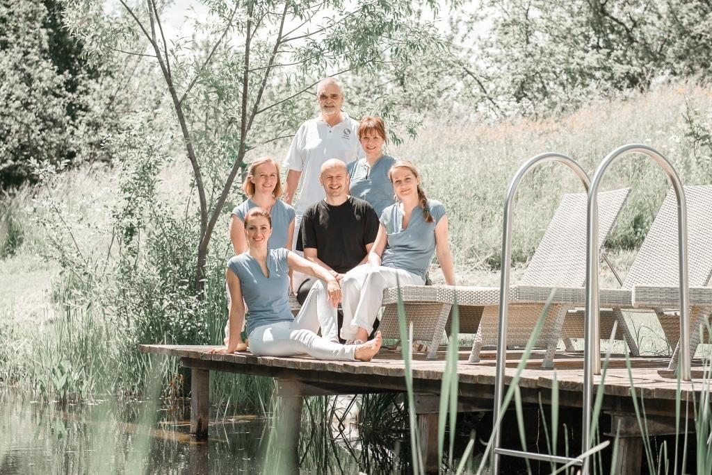 Gruppenfoto von Wellnessteam im Biohotel Retter