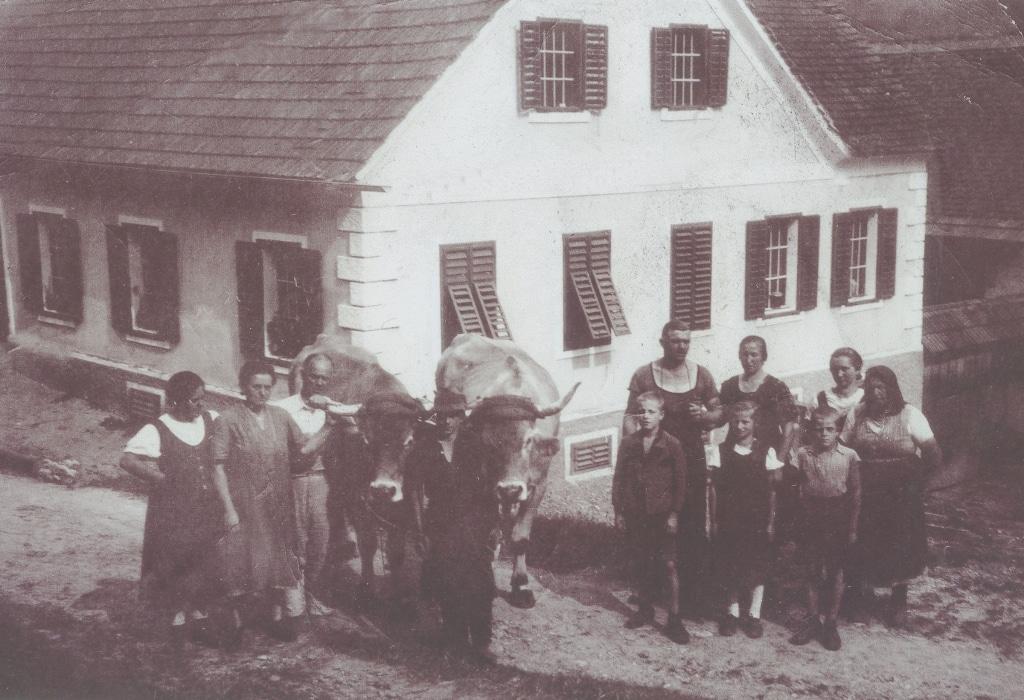 Familie Retter mit Ochsen vor dem Gasthof Retter