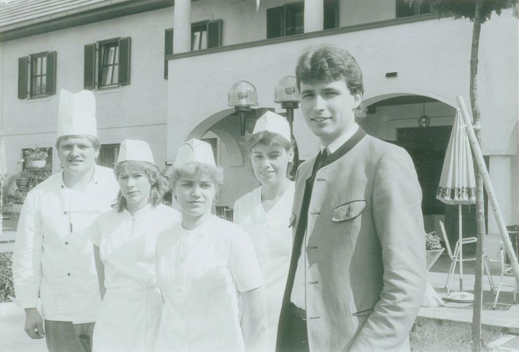 Gruppenbild vor dem Seminarhotel Retter