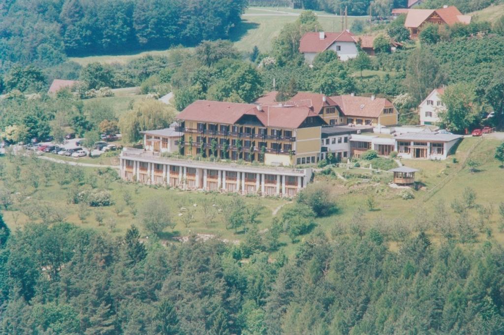 2000 Bau von Gartensuiten Biohotel Retter