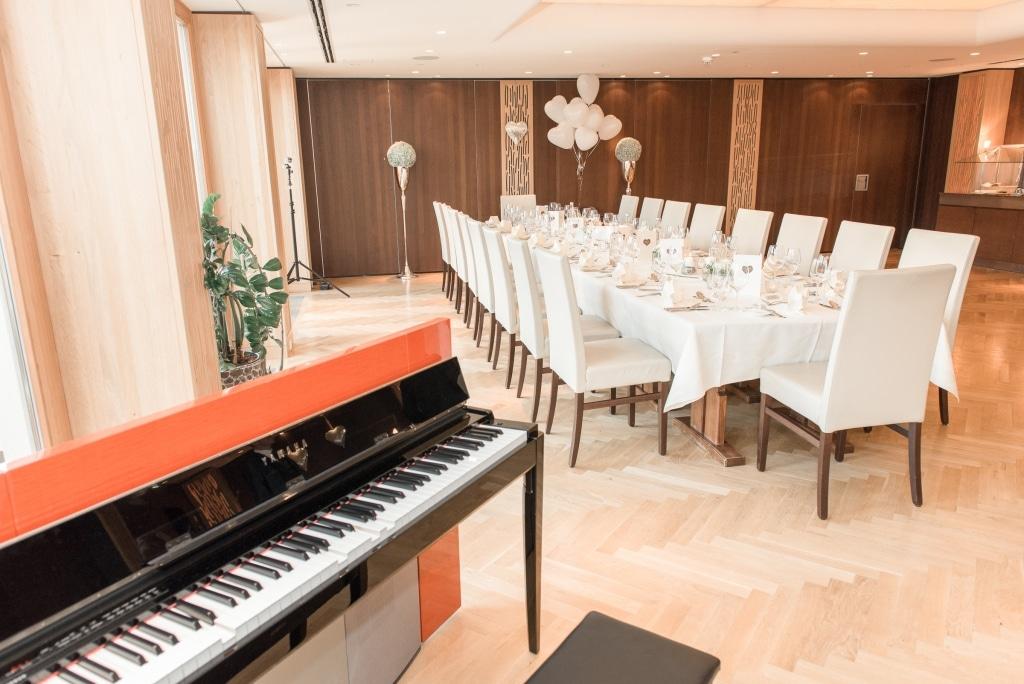 Hochzeit im Saal mit Klavier