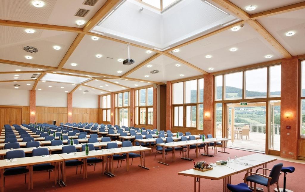Seminarraum mit Sitzplätzen im Seminarhotel Retter