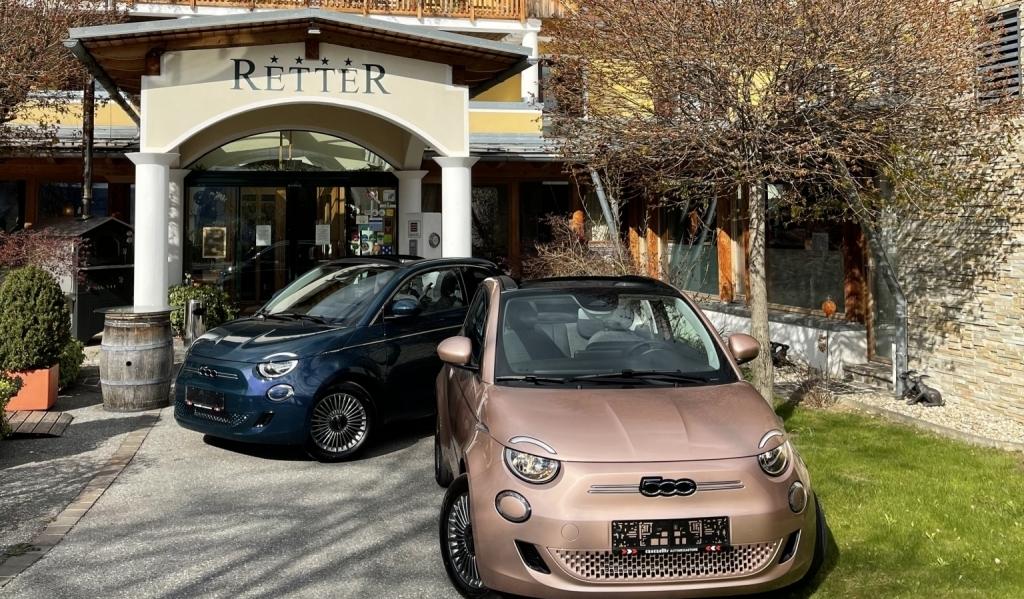 Genießen Sie eine Ausfahrt mit dem neuen Fiat 500 Cabrio im Retter Bio-Natur-Resort.